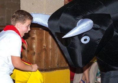 toreo infantil con toros hinchables